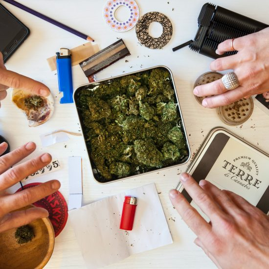Get in the know about Cannabis Accessories